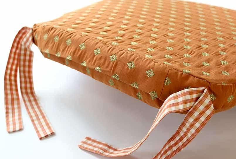 DIY chair cushion closure