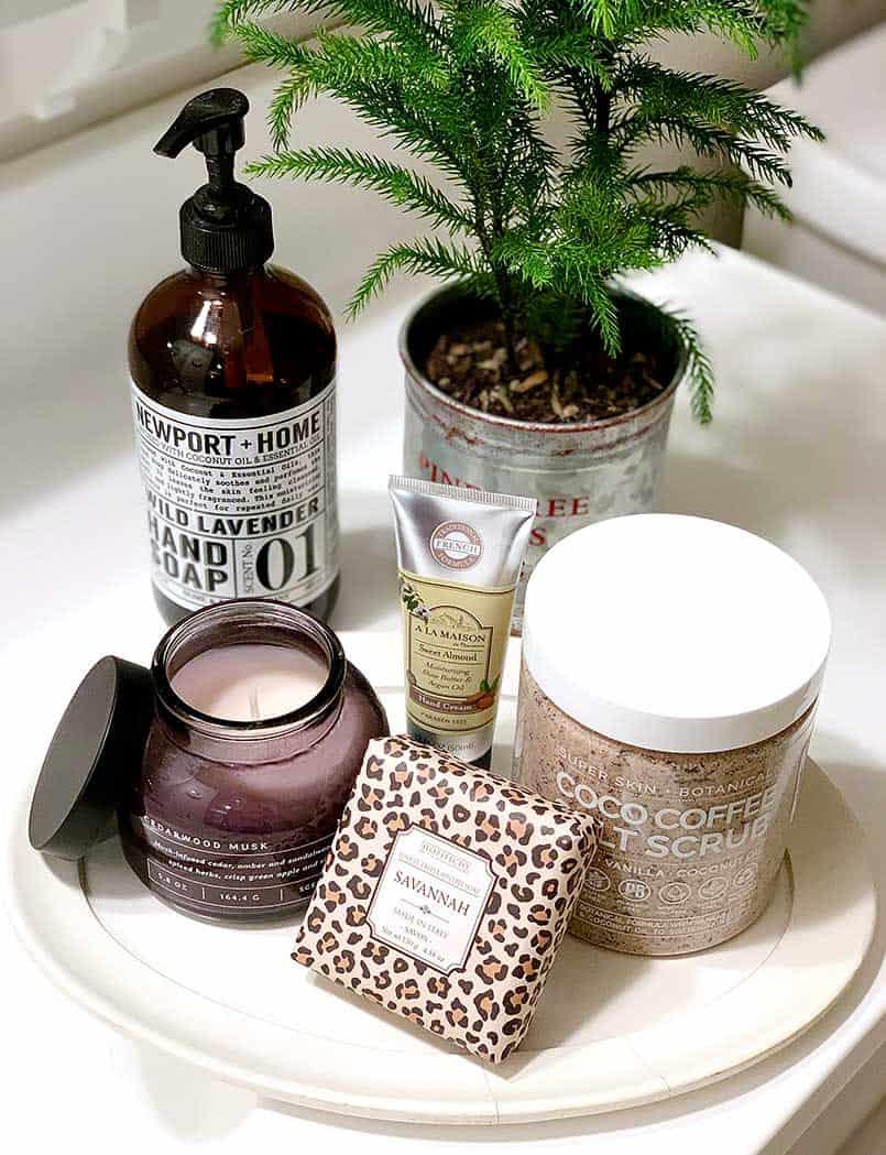 welcoming-guest-room-ideas-bathroom-essentials
