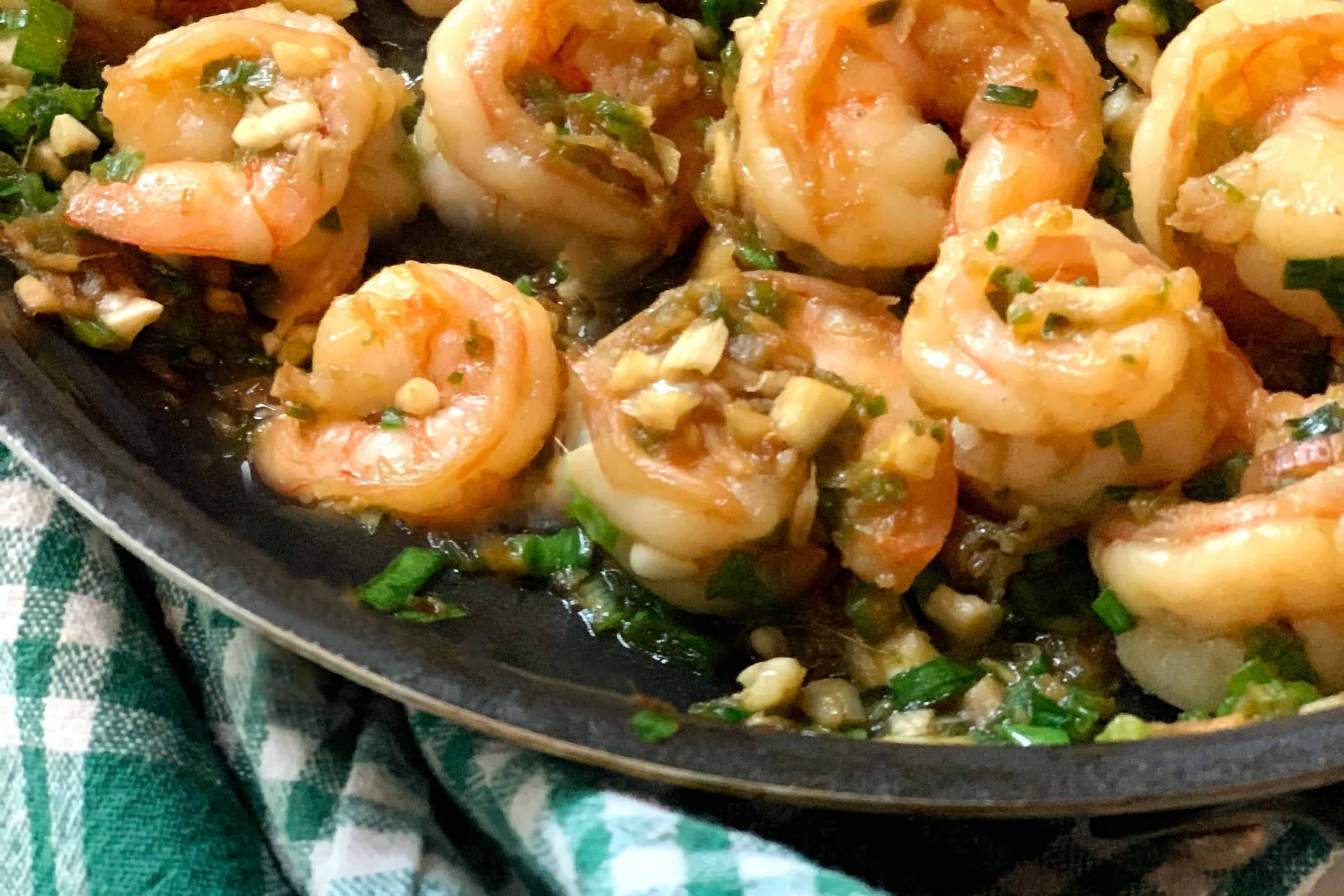 Easy Chinese style sauteed shrimp recipe in a frying pan