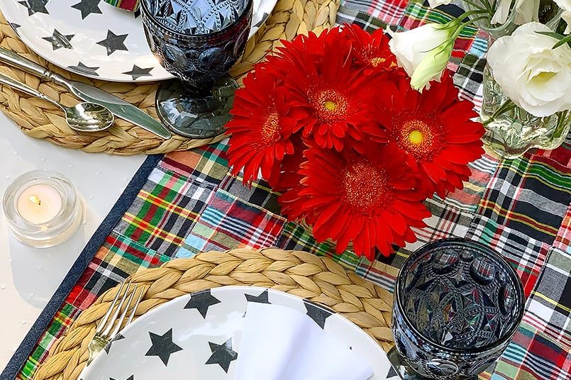 An outdoor pacesetting from the blog post, how to make a table runner.