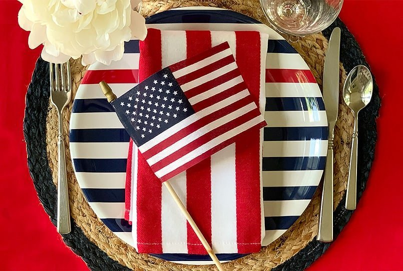 A summer placesetting from the blog post, July 4th Table Decor Ideas.